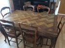 Table et chaises, massif mais vintage...